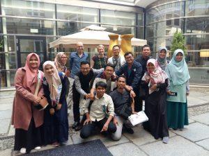 Junge muslimische Intellektuelle auf Informationstour