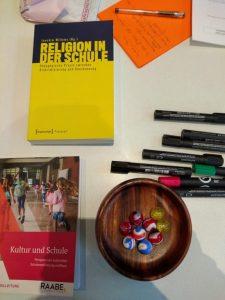 Erste Trainer*innen in religiöser und weltanschaulicher Vielfalt an Schulen ausgebildet