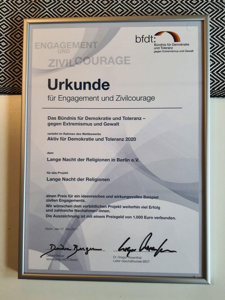 Read more about the article Urkunde für Engagement und Zivilcourage erhalten!